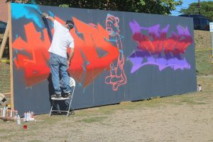 Danny Diamond performed live graffiti art