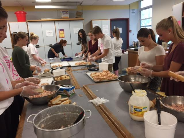 Interact+club+members+make+lobster+rolls+for+the+popular+annual+fundraiser
