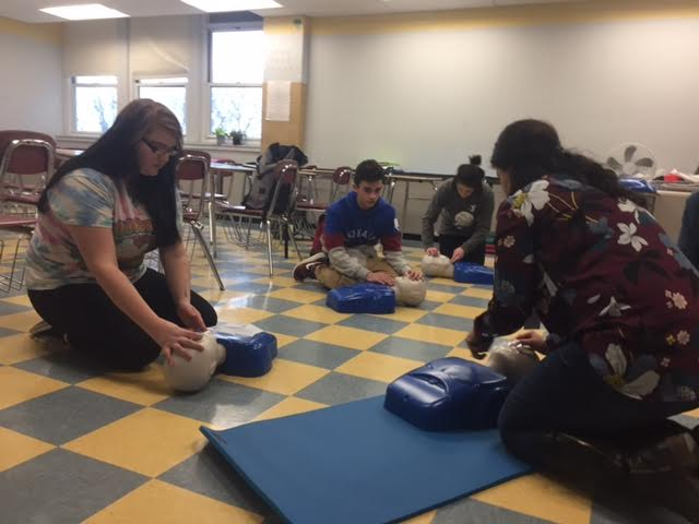 Ms.+Francis+%28right%29+demonstrates+proper+CPR+procedures+to+her+students