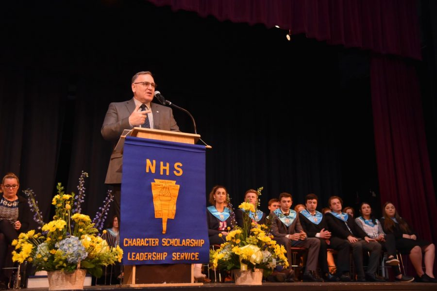 Chief Warrant Officer 3 Gunner Muth delivers his inspiring speech at NHS inductions
