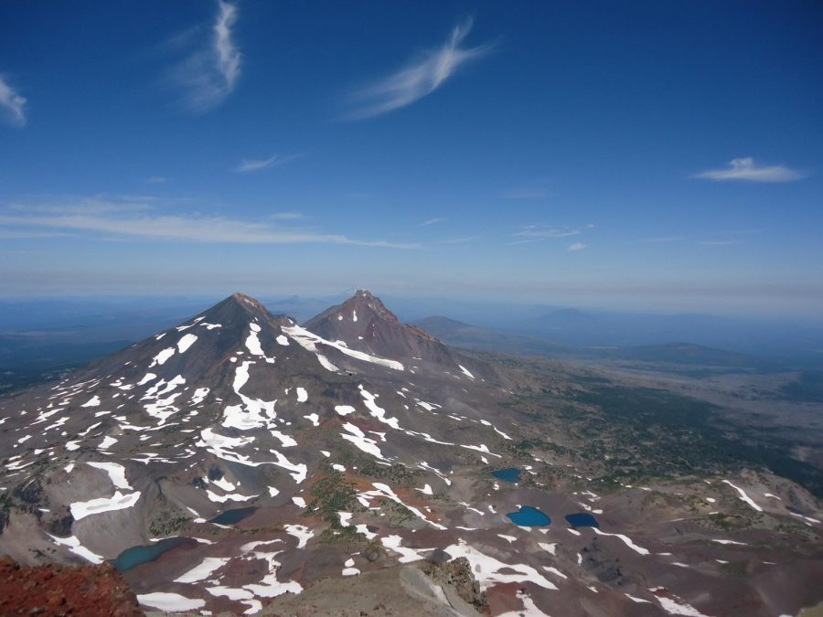 View+from+the+summit+of+South+Sister+mountain+in+Oregon
