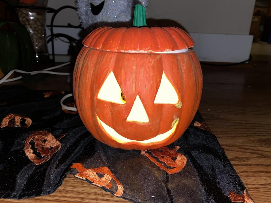Spooky+jack-o-lanterns+are+a+must+for+your+Halloween+movie+night%21