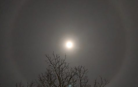 No, the aliens are not attacking. It's just a Lunar Halo.